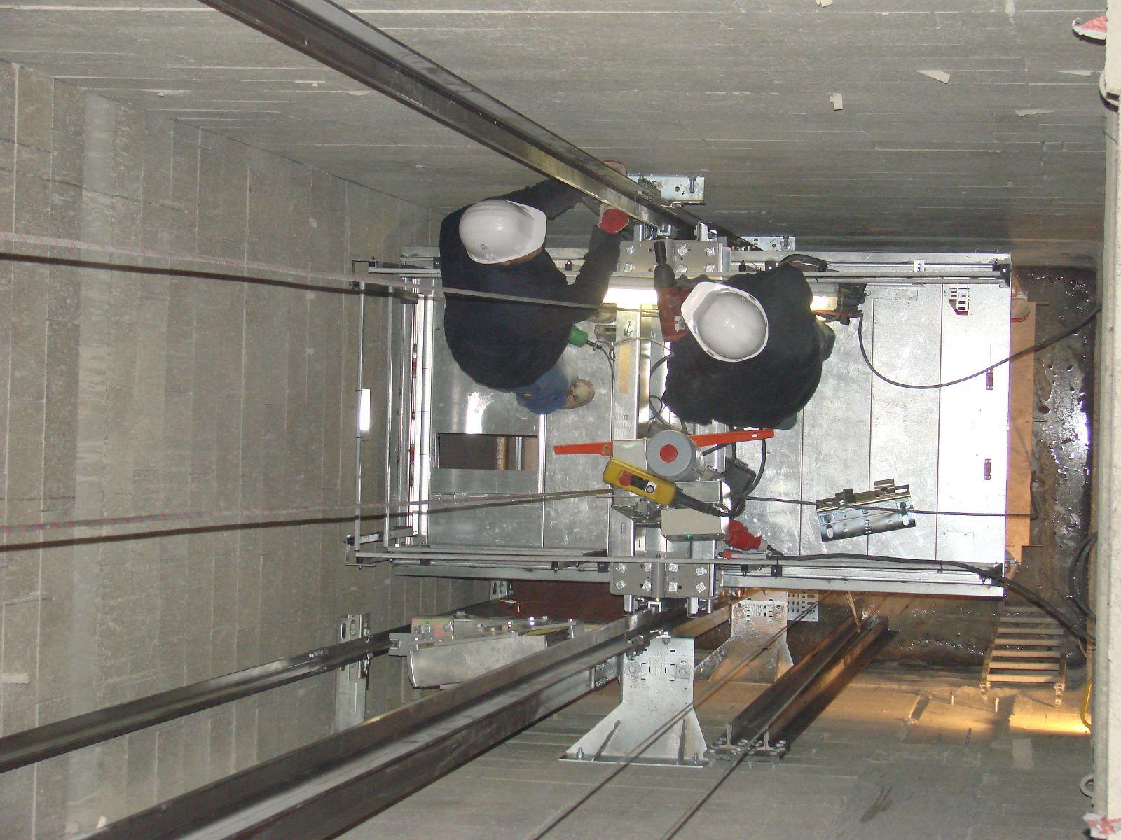 optez pour l 39 installation d 39 un ascenseur pour revaloriser votre immeuble. Black Bedroom Furniture Sets. Home Design Ideas