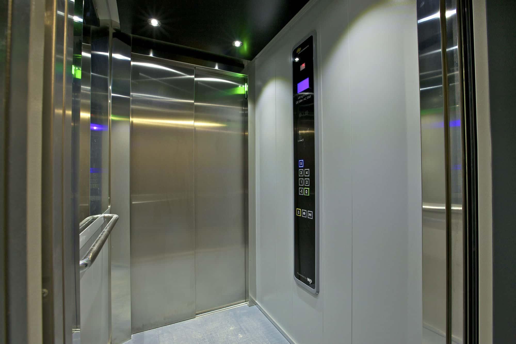 Vue d'intérieur d'un ascenseur