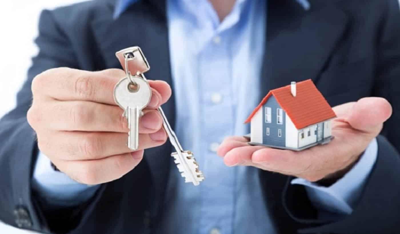 Un gestionnaire immobilier proposant ses services