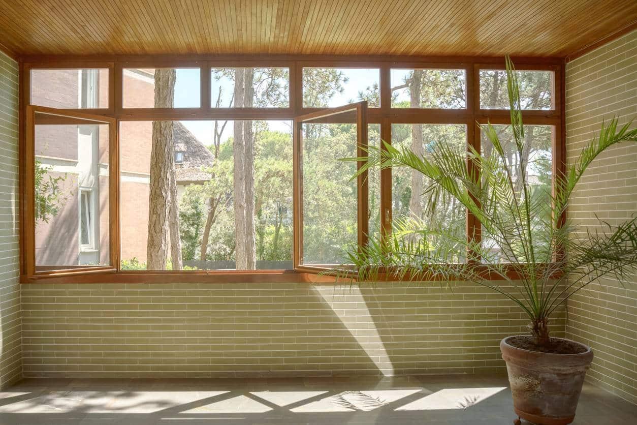 châssis de fenêtre en bois